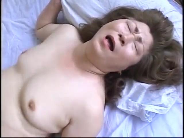 無料人妻若妻動画 透き通るような綺麗な肌の人妻とセックス  