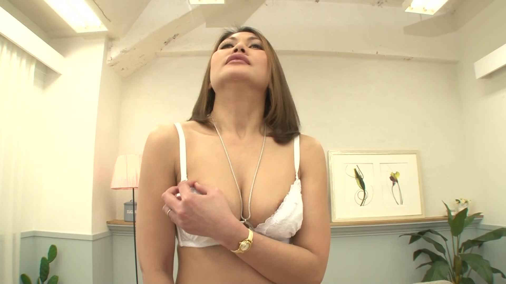 [初撮りAV]フィリピンの素人四十路熟女がマ●コを広げ濡らしてチンコを受け入れる!恥じらいがエロよ